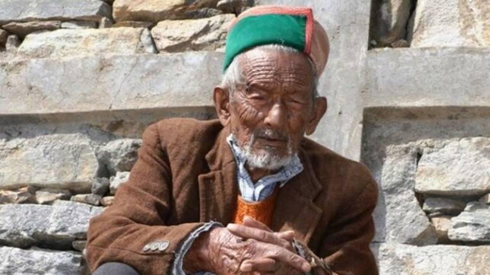 El primer votante de India está listo para volver a las urnas a sus 101 años