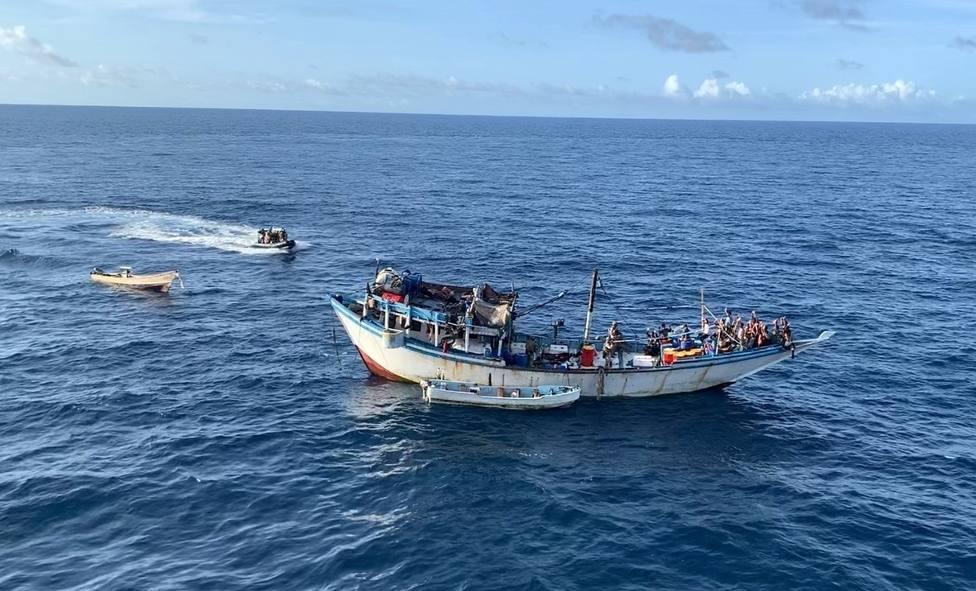Una fragata española liberta a un pesquero secuestrado por piratas en aguas del Índico