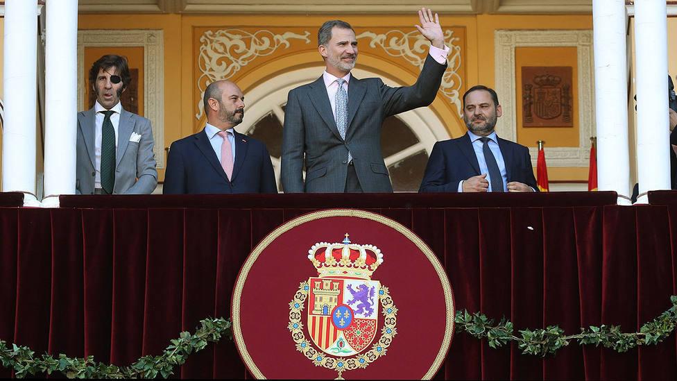 Felipe VI en el Palco Real de Las Ventas junto a Juan José Padilla, Pedro Rollán y José Luis Ábalos