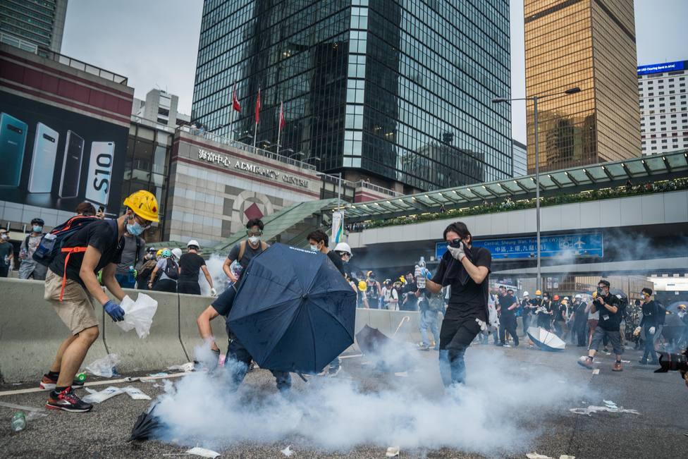 La Policía de Hong Kong descarta pedir ayuda al Ejército chino para controlar las protestas