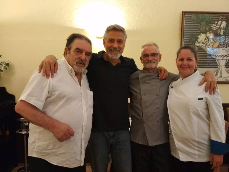 George Clooney, actor, junto a Carlos Padrón, dueño del restaurante E Coto de Antonio