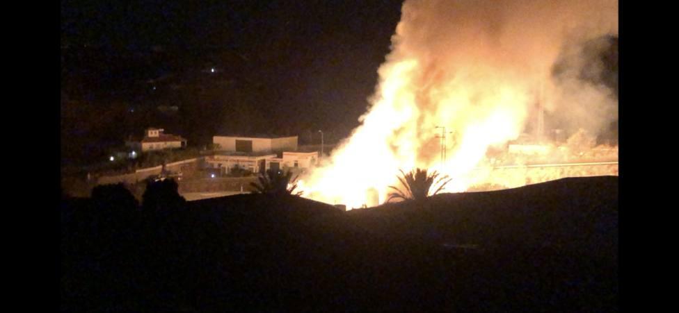 Explosión en el incendio de la granja de Molvízar