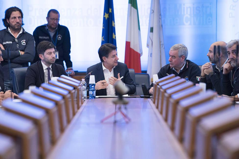 El primer ministro italiano, Giuseppe Conte, y el ministro de Salud, Roberto Speranza