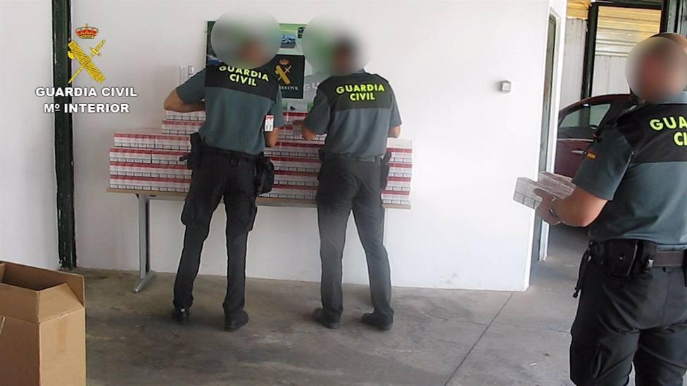 La Guardia Civil localiza un coche en la A4 con 4.000 cajetillas de tabaco de contrabando