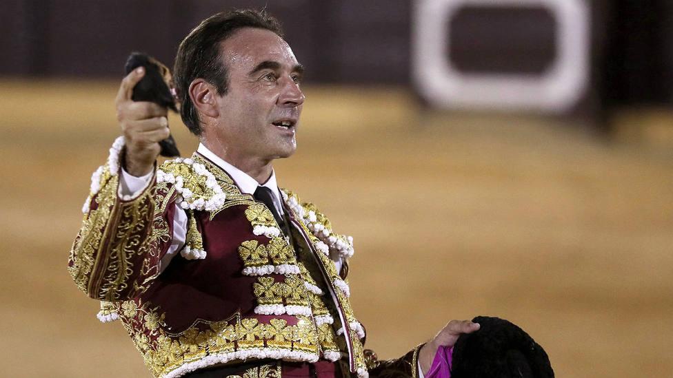 Enrique Ponce durante su actuación este verano en la plaza sevillana de Osuna