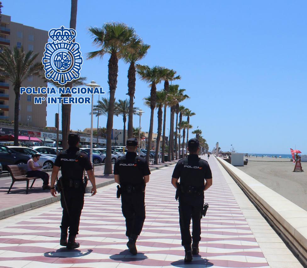 La Policía Nacional revisa las viviendas de Almería y El Ejido que se destinan a uso turistico