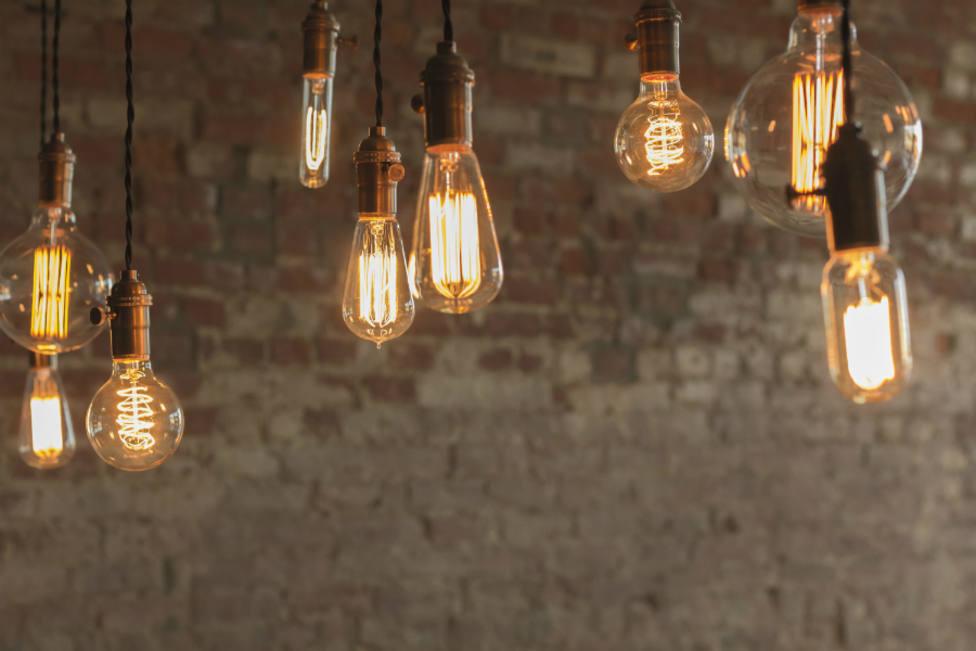 El precio de la luz y de los alimentos son los responsables de mantener alta la inflación