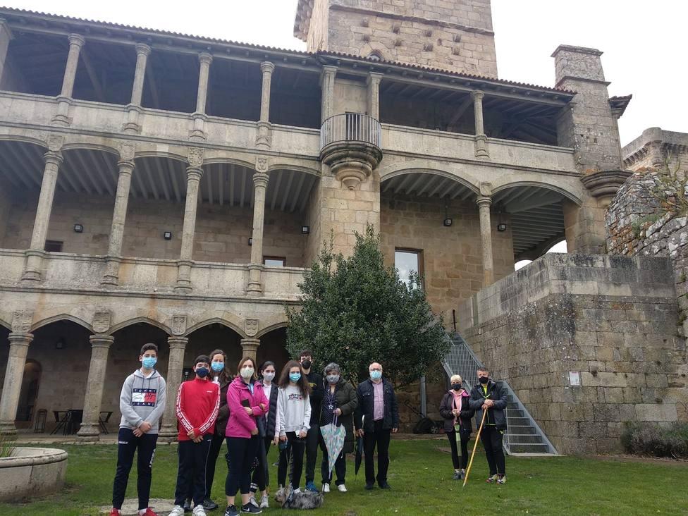 Participantes en una de las visitas guiadas a la fortaleza de Monterrei