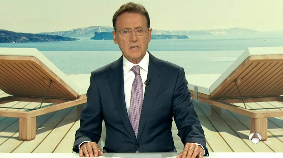 La pillada de Matías Prats a Mónica Carrillo antes de terminar el informativo de Antena 3: silencio incómodo