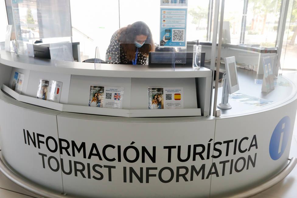 Arranca el turismo masivo desde Reino Unido a España, ¿Qué condiciones tienen para poder entrar?