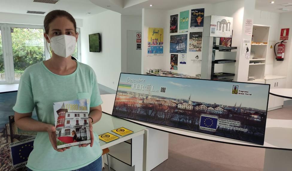 El folleto informativo se reparte en las oficinas turísticas de Ferrol. FOTO: Concello Ferrol