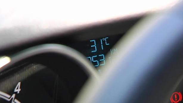 Rescatado un bebé del interior de un coche bajo un fuerte calor