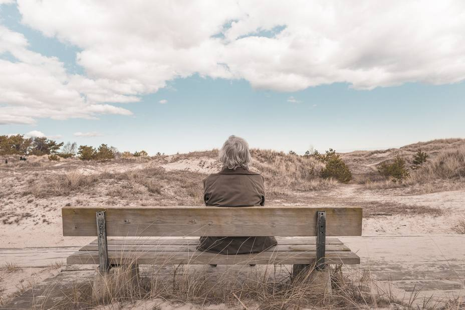 ctv-zgi-landscape-sand-rock-person-woman-bench-1076285-pxherecom