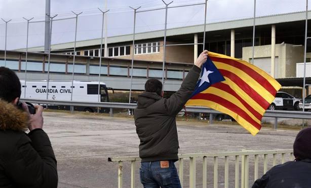 Doce en el banquillo: el ataque frontal a España, a juicio