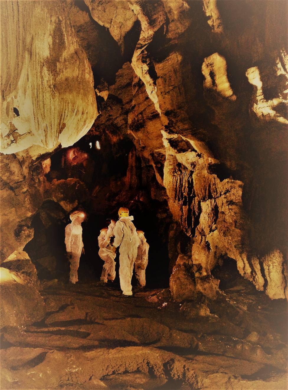 Interior de la Cova do Rei Cintolo, en Mondoñedo