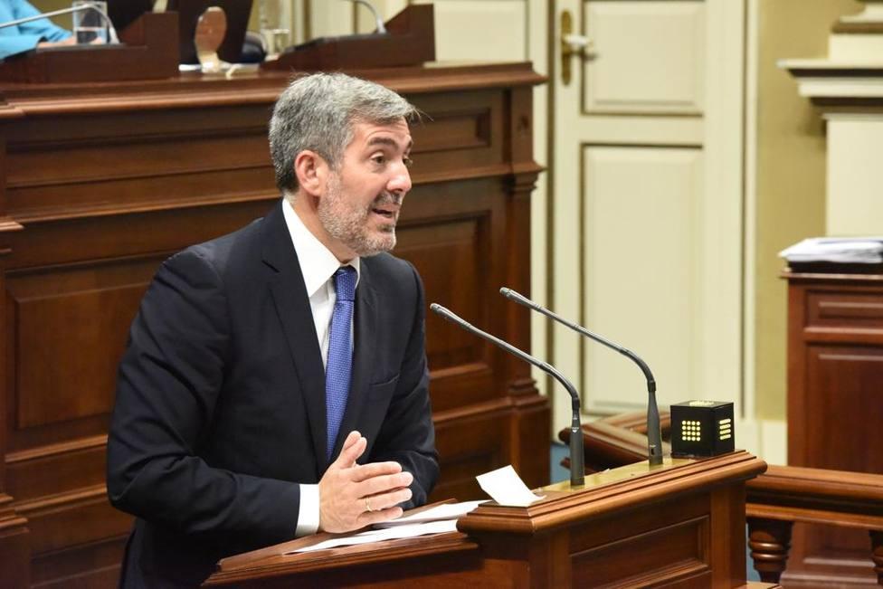 Fernando Clavijo, durante la investidura de Ángel Víctor Torres
