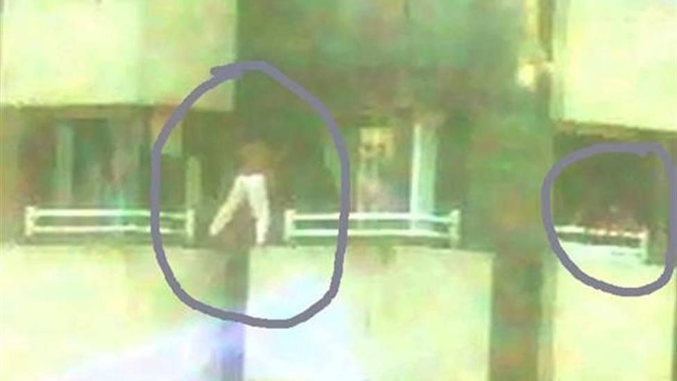 La Policía sorprende a tres menores jugando a saltar de una ventana a otra en un noveno piso