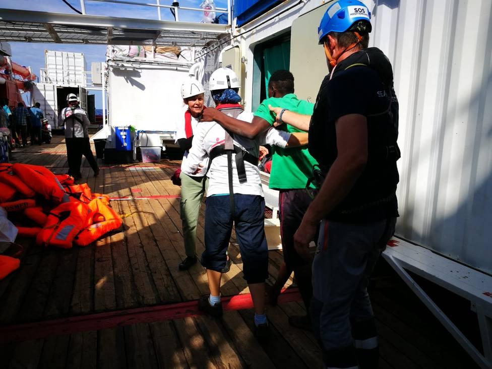 El Ocean Viking rescata a otros 34 migrantes localizados en el Mediterráneo por un velero