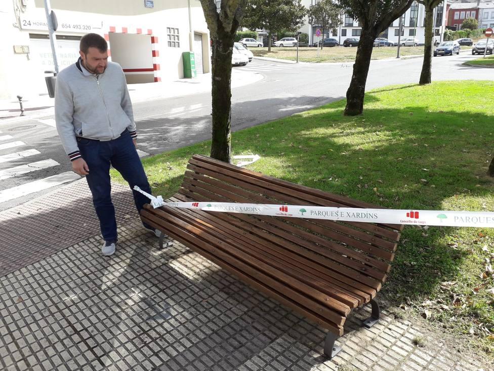 El Ayuntamiento de Lugo repara 200 bancos repartidos por la ciudad