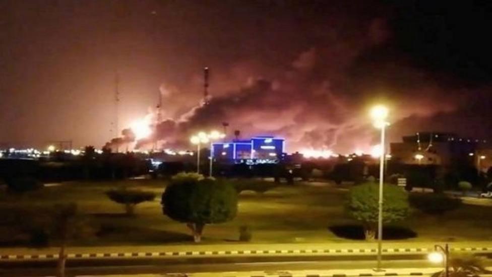 Arabia Saudí reduce a la mitad su producción de petróleo tras los ataques hutíes a sus petroleras
