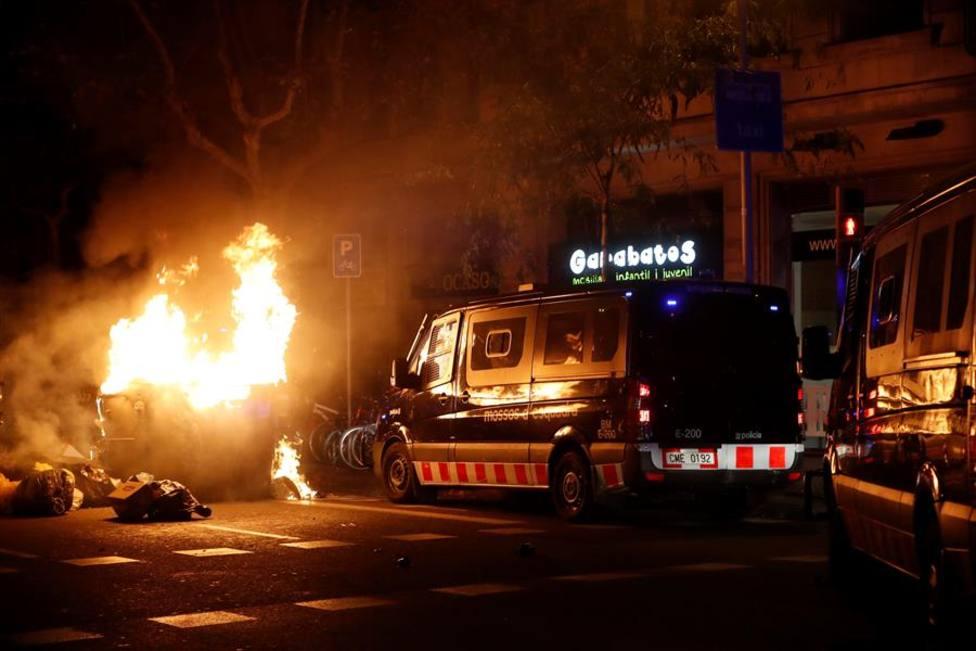 La violencia de los CDR se apropia de las calles de Cataluña y Torra denuncia grupos infiltrados, noticia hoy