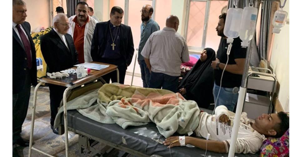 El Patriarca Caldeo visita a los heridos por las protestas en Irak