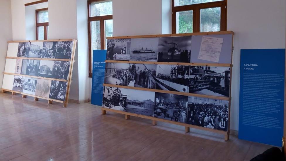 """La exposición """"Culturas en Diálogo. Lugo-Arxentina"""" en la antigua escuela de Adelán, en Alfoz"""