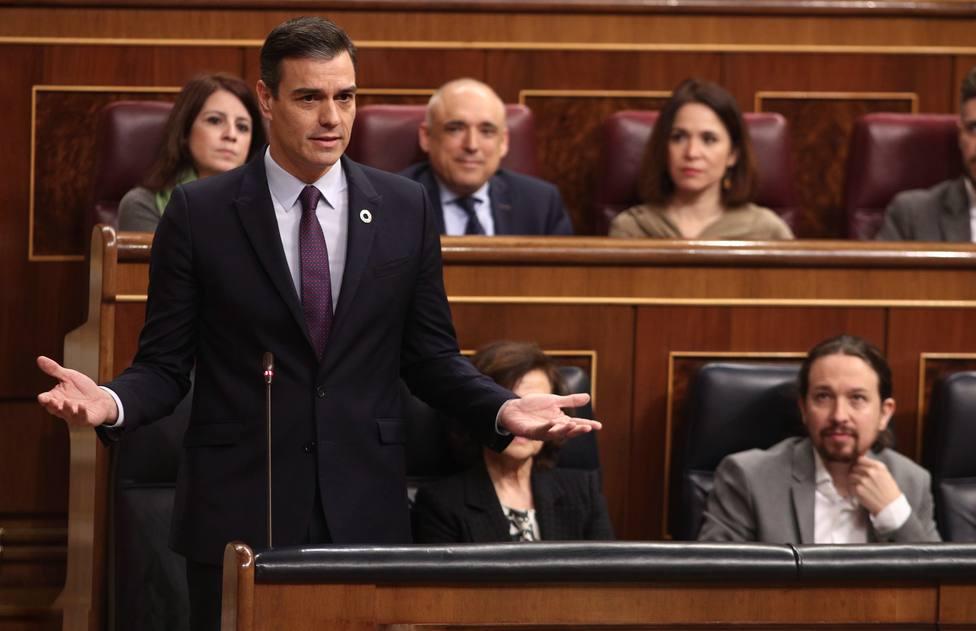 Sánchez tiende la mano a Casado para dialogar tras echarle en cara el balance lamentable del PP en Cataluña