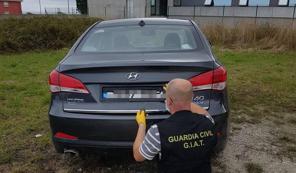 Sistema para ocultar la matrícula del coche de un individuo detenido en O Valadouro