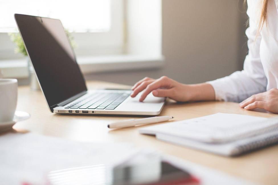 Consejos para cuidar el ordenador portátil durante el teletrabajo y extender su vida útil
