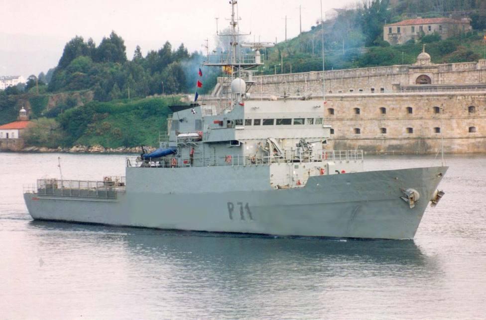 """El patrullero de altura """"Serviola"""" saliendo de la ría de Ferrol. FOTO: Armada"""