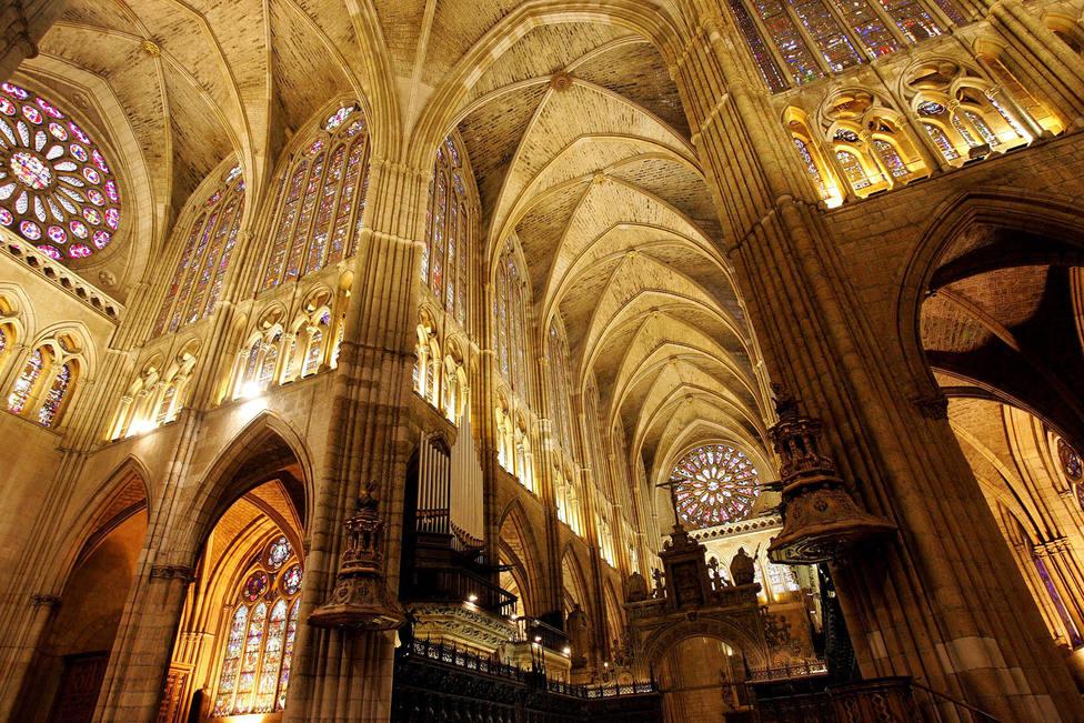 La diócesis de Castilla y León pide a la Junta retirar el aforo reducido a 25 personas en los templos