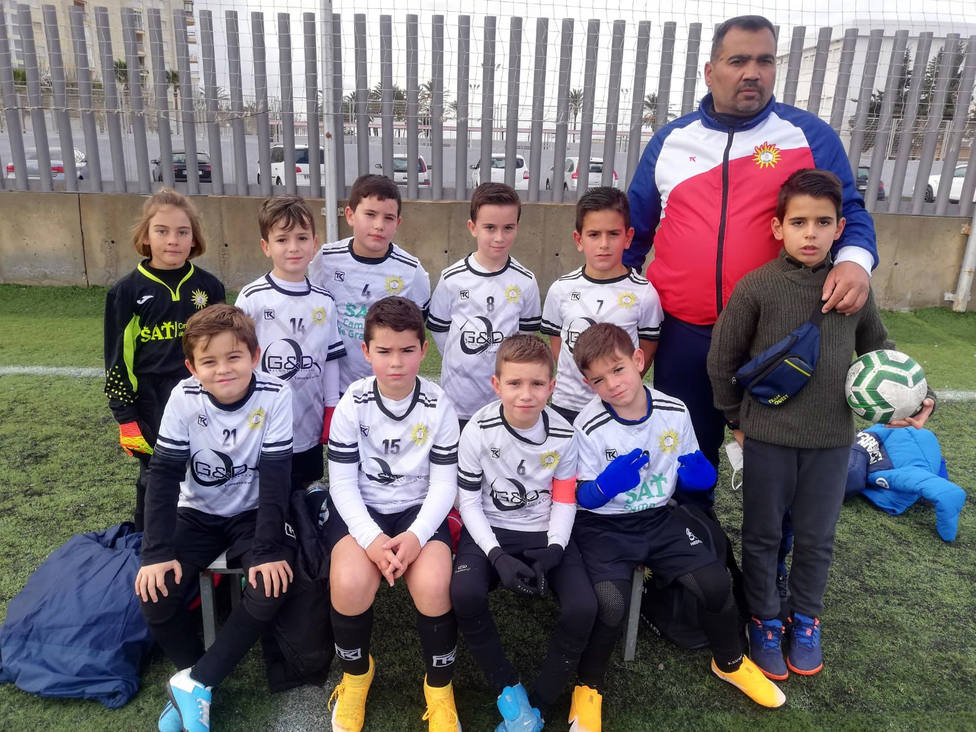 Torrenueva Costa pone en competición a ocho equipos de fútbol