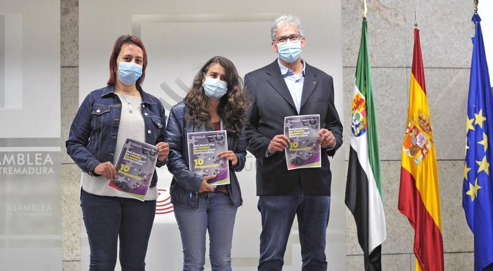 Los diputados Joaquí Macías y Lorena Rodríguez junto a la coordinadora de UpEx Irene de Miguel