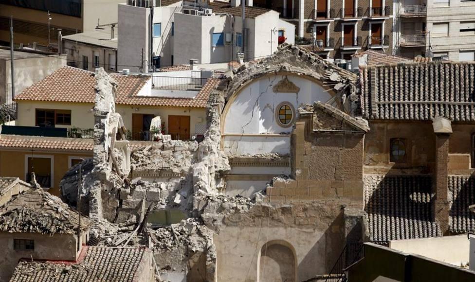 Edificios destrozados tras el terremoto. En imagen, la Iglesia de Santiago