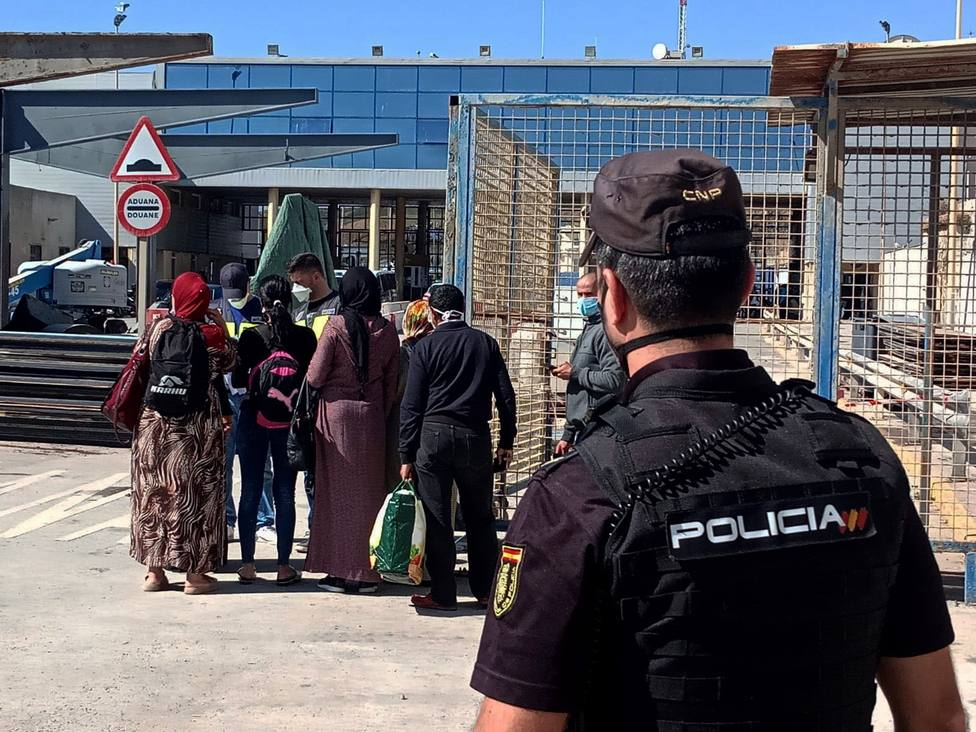 España acuerda un refuerzo inmediato de la presencia policial en la frontera de Ceuta con Marruecos