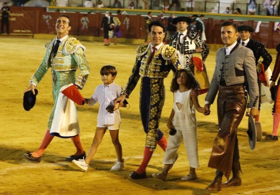 El Fandi, Salvador Vega y Diego Ventura en el triunfal festejo de Estepona (Málaga)