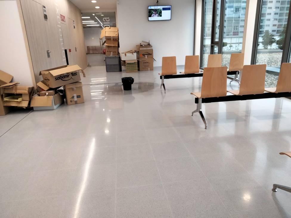 Foto de una gotera que afecta a las instalaciones del nuevo centro de salud de Narón. FOTO: BNG