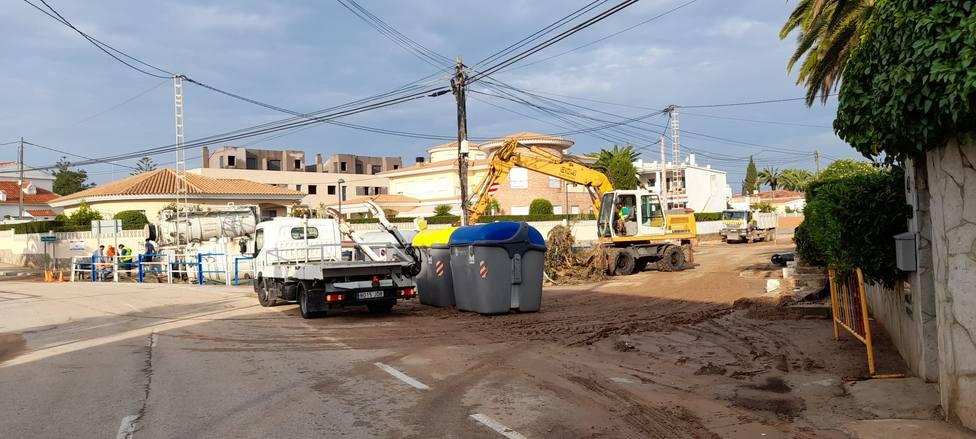 La maquinaria del Consorcio Provincial de Bomberos para abrir caminos y recuperar la normalidad en Vinaròs