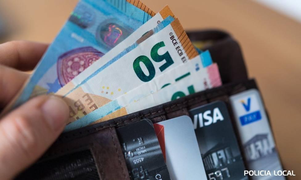 Cartera con dinero y varias tarjetas - FOTO: Policía Local de Cedeira