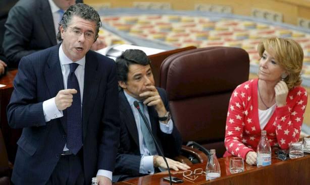 Aguirre y González comparecen en plena vorágine por el máster de Cifuentes