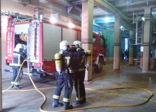Bomberos de Navarra durante un simulacro de incendio