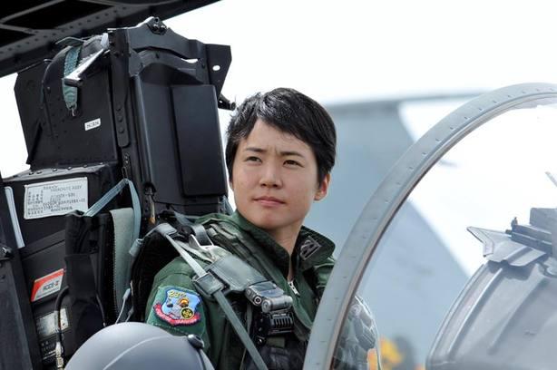 La mujer que amaba 'Top Gun' y que se ha convertido en la primera piloto de cazas de Japón
