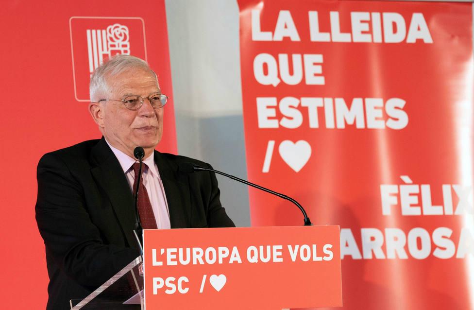 """Borrell califica de """"totalitario"""" el veto a Iceta como senador"""