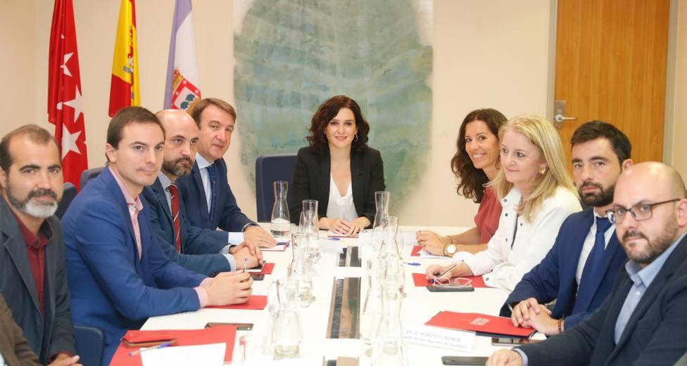 Reunión entre la presidenta de la Comunidad de Madrid y los alcaldes de los municipios afectados por las obras