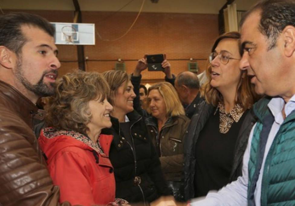 Visita de la Ministra de Sanidad en funciones María Luisa Carcedo a Saldaña