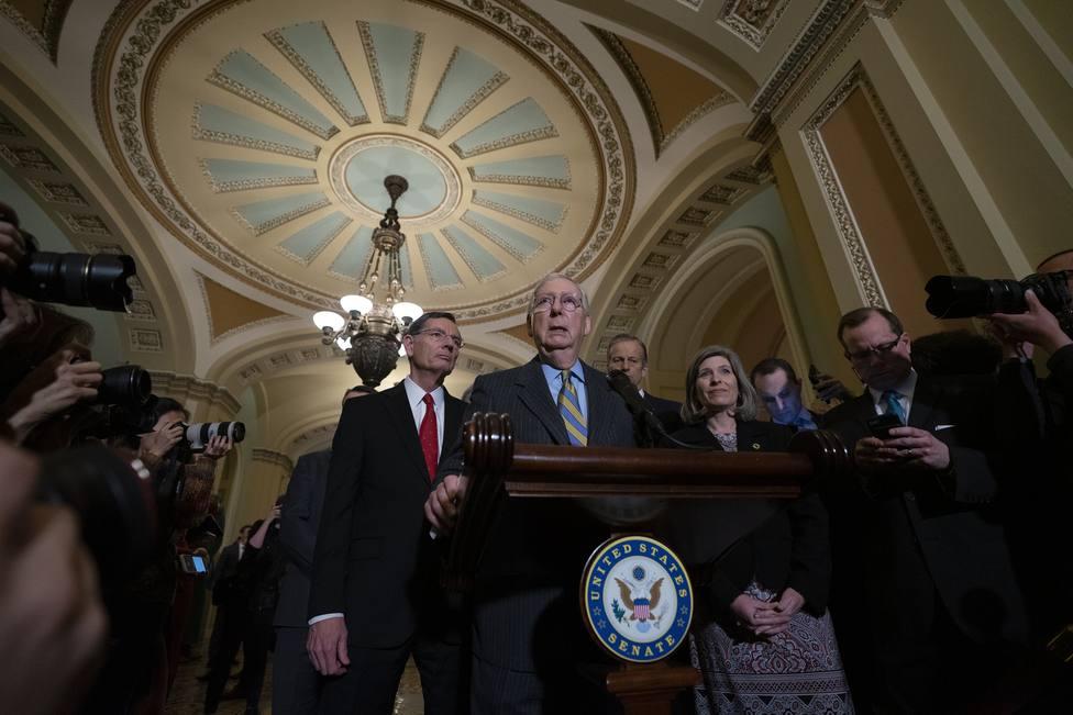 El líder republicano en el Senado de EEUU propone sesiones diarias de 12 horas para el impeachment