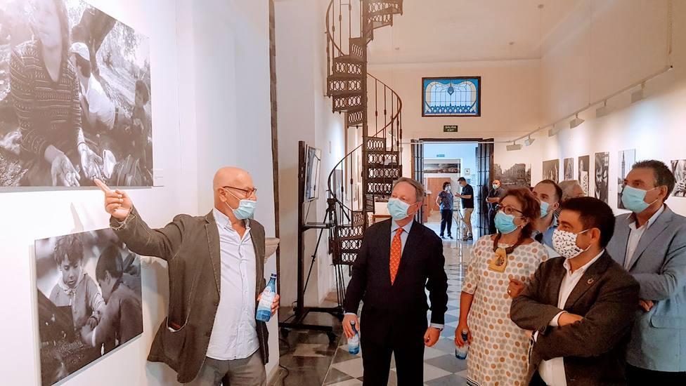 Pablo Juliá muestra su obra sobre la Transición en Andalucía en el Centro Cultural Baños Árabes
