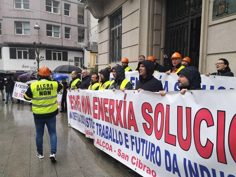 Alcoa y el comité seguirán negociando esta tarde la desconvocatoria de la huelga