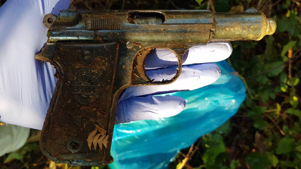 Pistola intervenida al detenido
